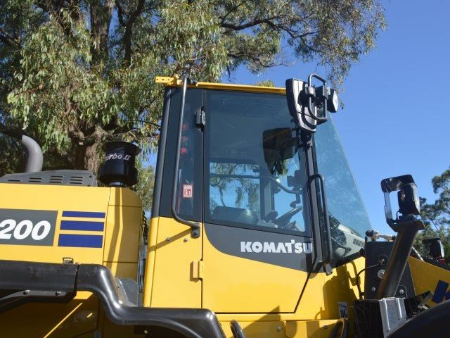 komatsu wa200-8 hitch, forks, 4in1 available 676713 028