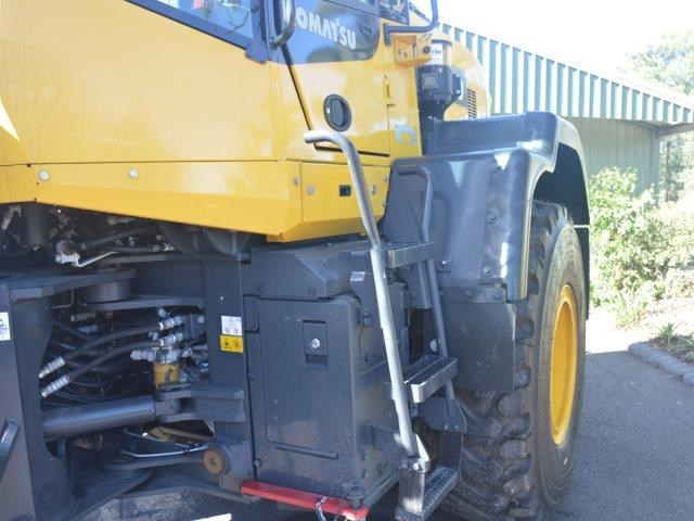 komatsu wa200-8 hitch, forks, 4in1 available 676713 042