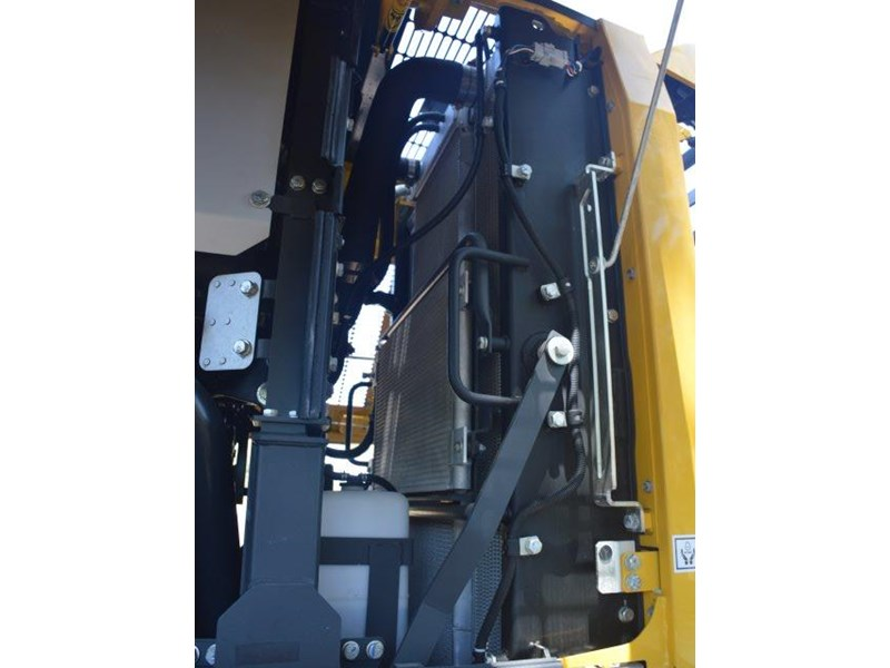 komatsu wa200-8 hitch, forks, 4in1 available 676713 084