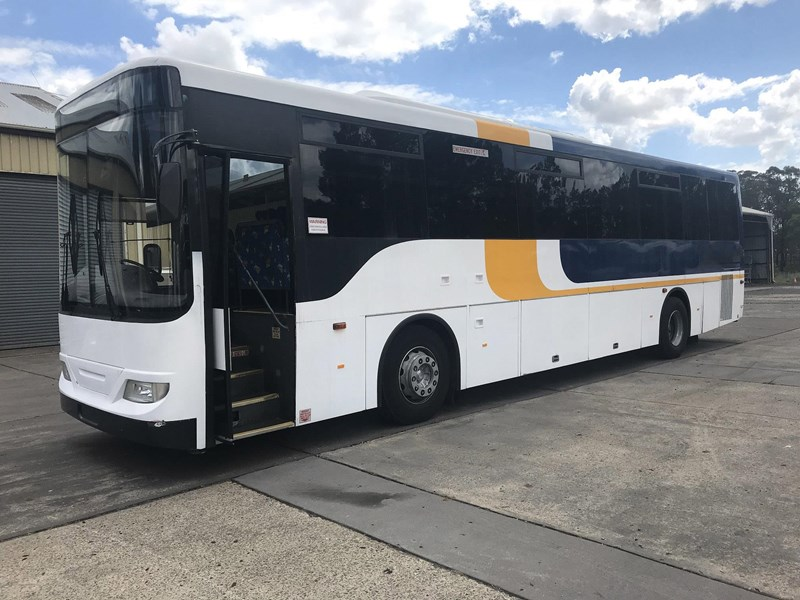 volvo b7r / cummins coach, 2009 model 674324 001