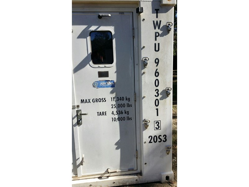 converted refrigerated container  6m twpu960301 677202 007