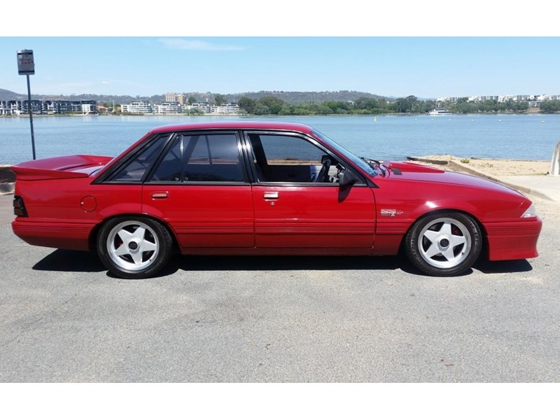holden commodore 679685 002