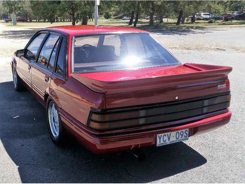 holden commodore 679685 006