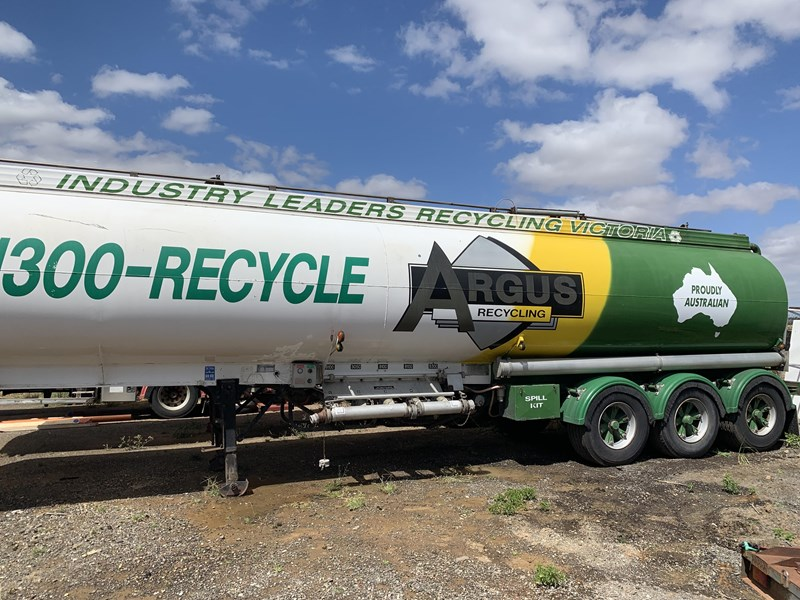 marshall lethlean & other brands - triaxle aluminium fuel tanker 230064 006