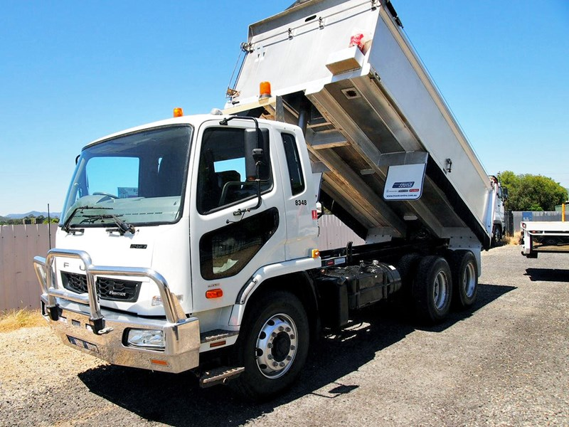 fuso fighter 2427 665089 001