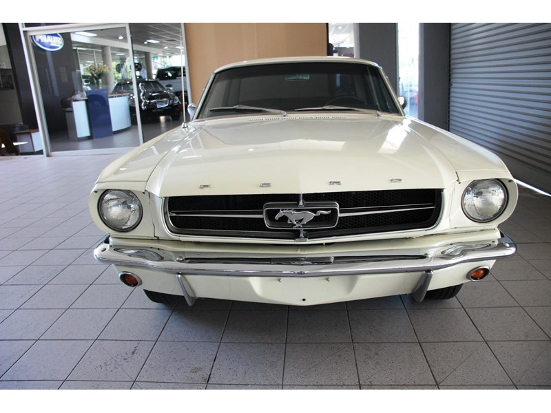 ford mustang 661163 010