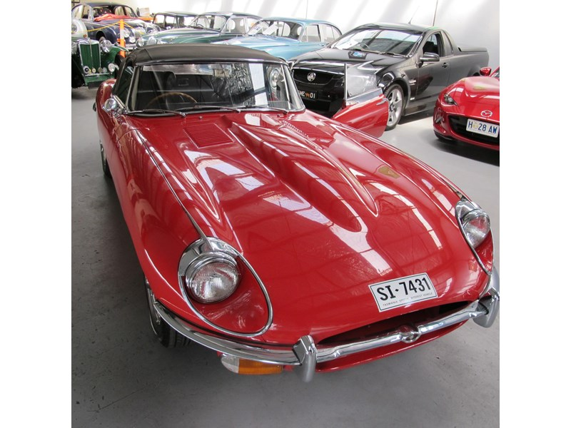 jaguar e-type 683047 024