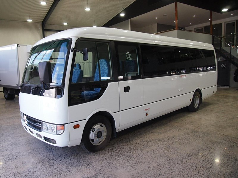 fuso rosa deluxe 25 seats 686670 001