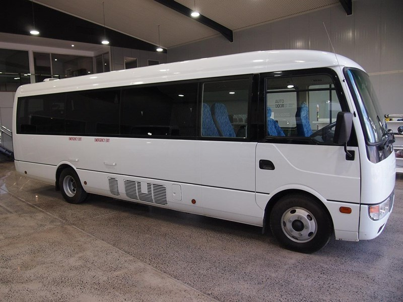 fuso rosa deluxe 25 seats 686670 002