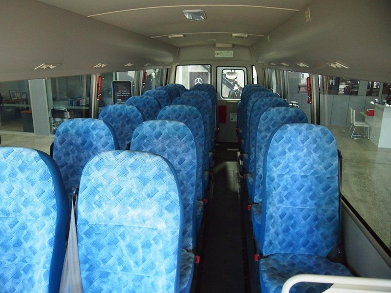 fuso rosa deluxe 25 seats 686670 007