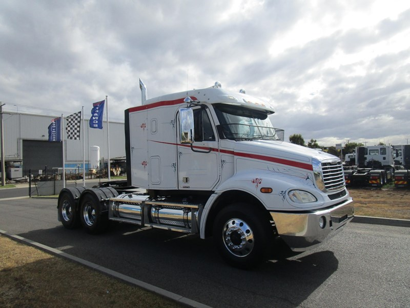 2009 FREIGHTLINER COLUMBIA CL112 ### PTO HYD### for sale