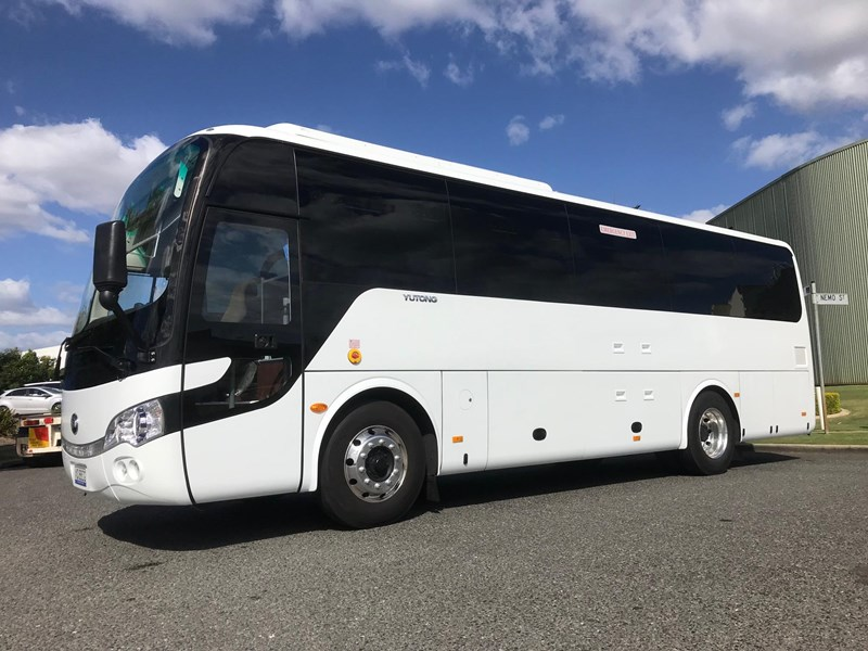 yutong 39 seat luxury coach 693748 002