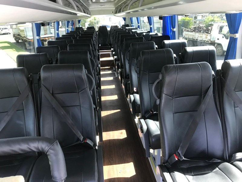 yutong 39 seat luxury coach 693748 010