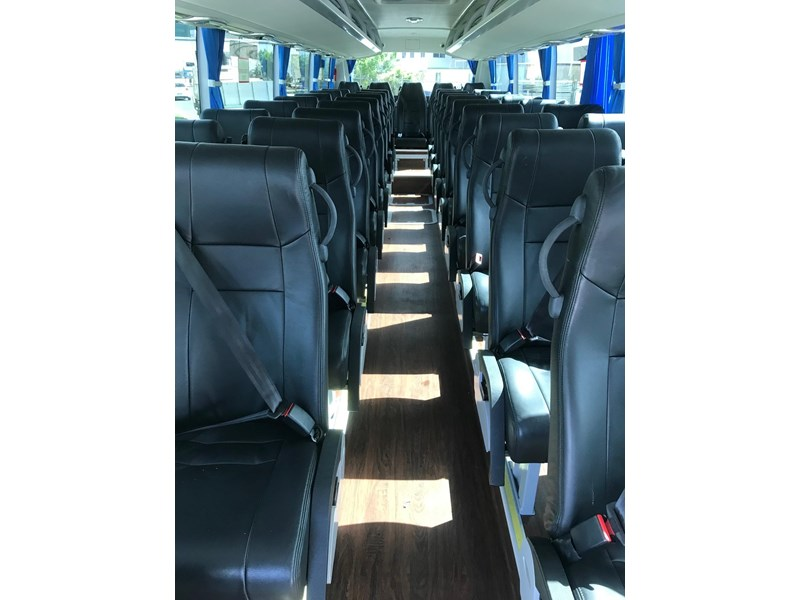 yutong 39 seat luxury coach 693748 011