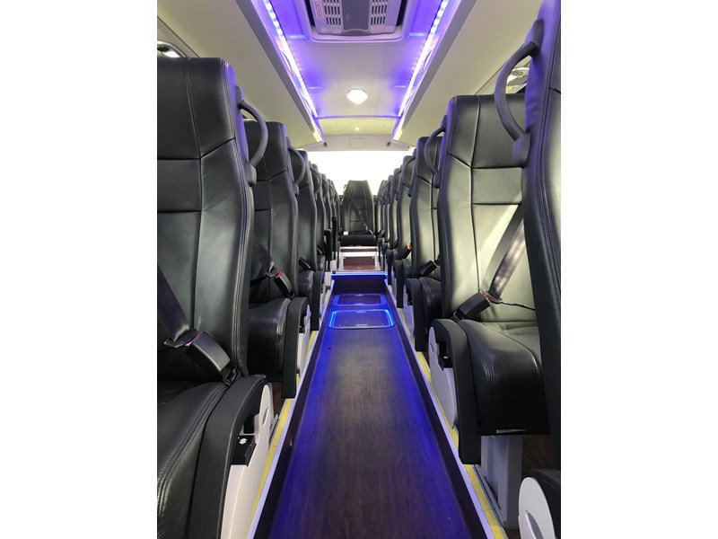 yutong 39 seat luxury coach 693748 013
