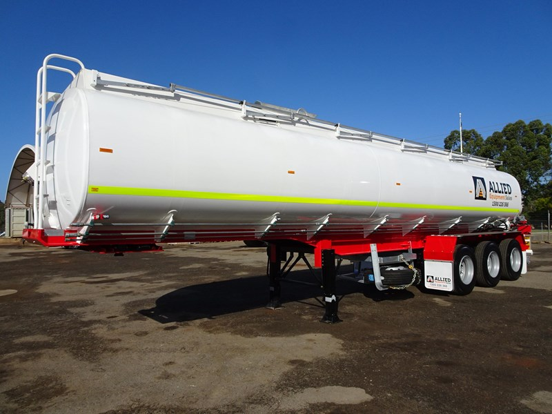 action tri axle tanker trailer 646297 001