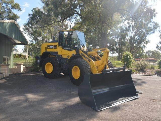 komatsu wa200-8 hitch, forks, 4in1 available 676713 001