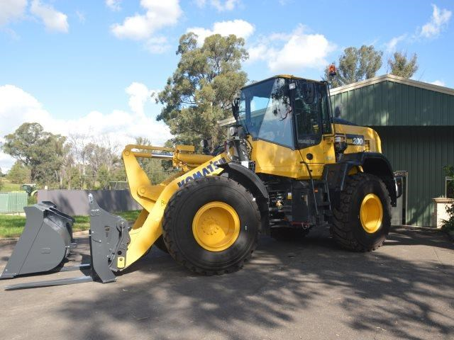 komatsu wa200-8 hitch, forks, 4in1 available 676713 003