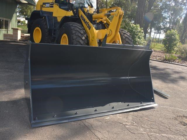 komatsu wa200-8 hitch, forks, 4in1 available 676713 089