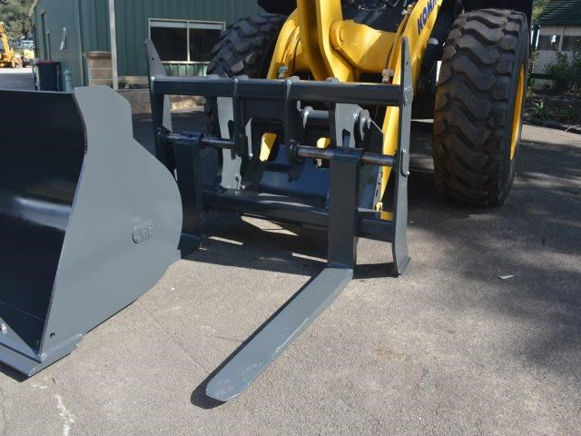 komatsu wa200-8 hitch, forks, 4in1 available 676713 090