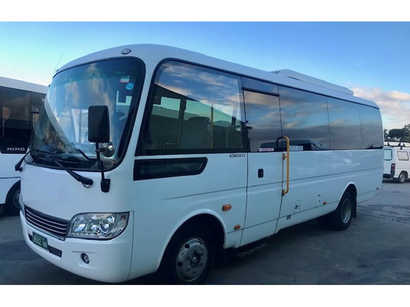 higer h7 170 28 seater midi coach 695025 001