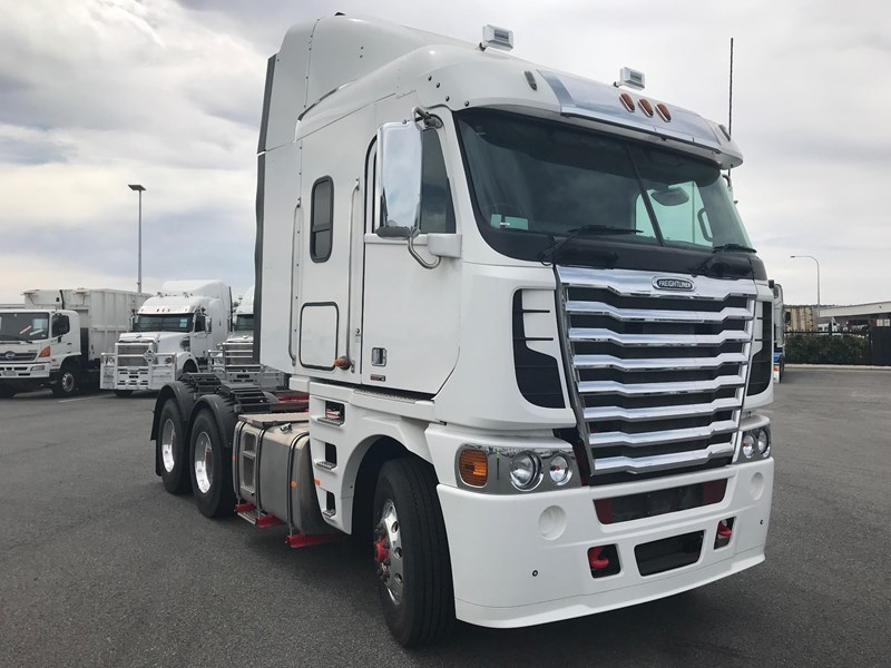 2018 FREIGHTLINER ARGOSY 101 mid roof for sale