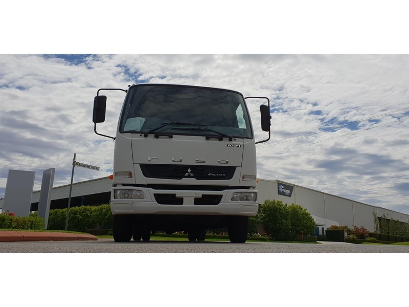 fuso fighter 1024 642294 010