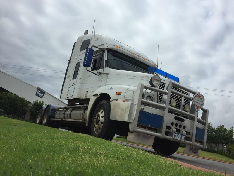 2004 FREIGHTLINER CENTURY CLASS CST120 CENTURY CLASS S/T for