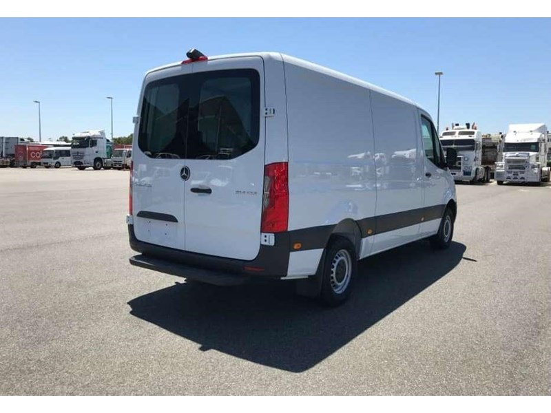 mercedes-benz sprinter 695120 004