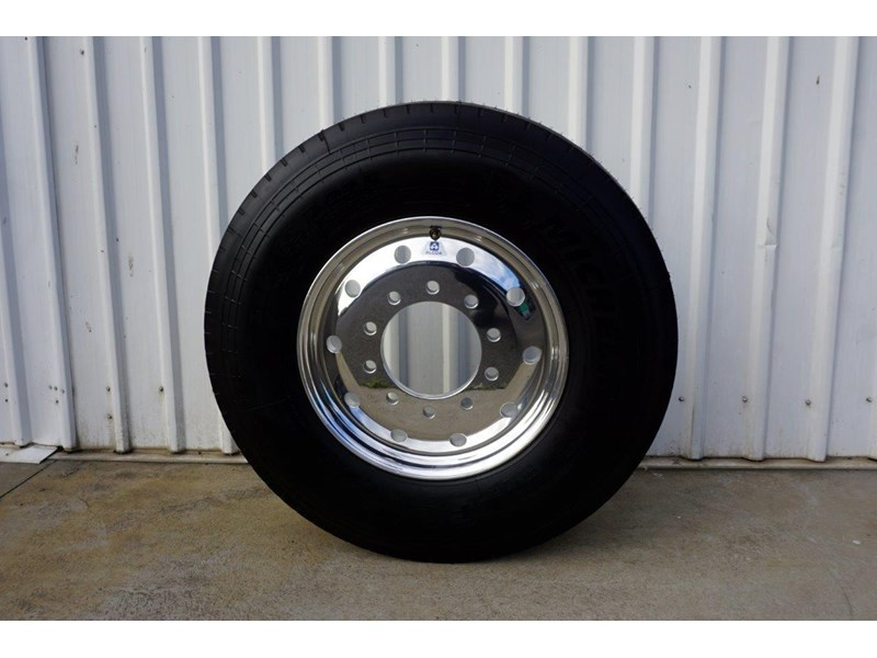 alcoa 10/285 12.25x22.5 polished supersingle with 385/65r22.5 michelin xfe 697381 002
