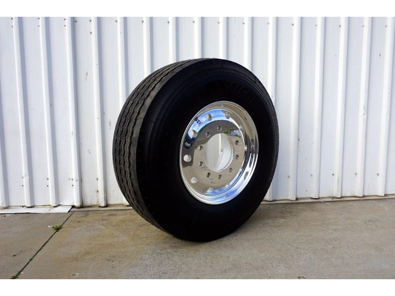 alcoa 10/285 12.25x22.5 polished supersingle with 385/65r22.5 michelin xfe 697381 001