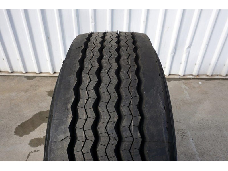 alcoa 10/285 12.25x22.5 polished supersingle with 385/65r22.5 michelin xfe 697381 004