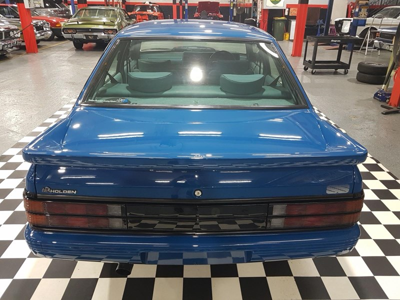 holden commodore 698865 007