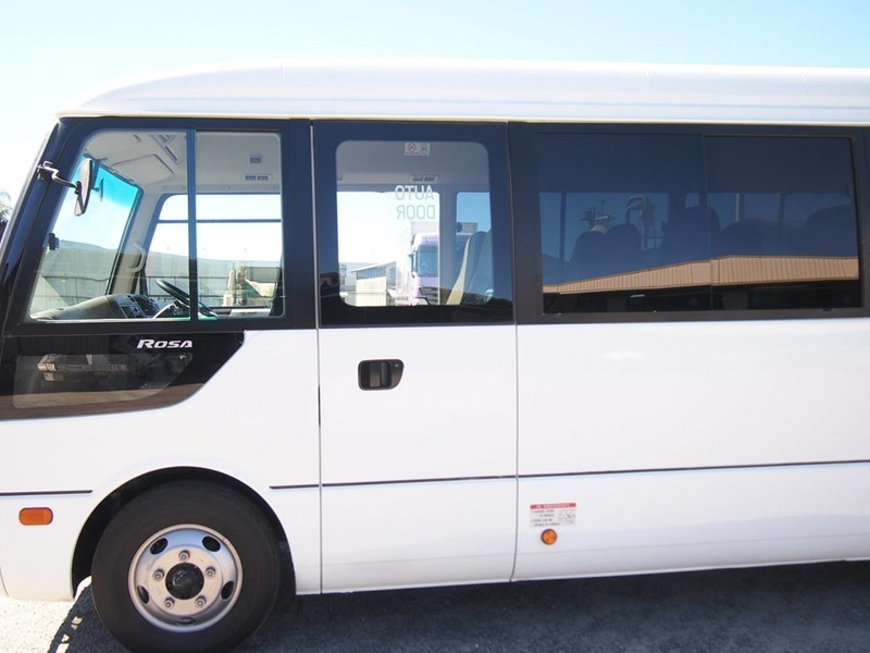 fuso rosa deluxe 25 seats 699616 007