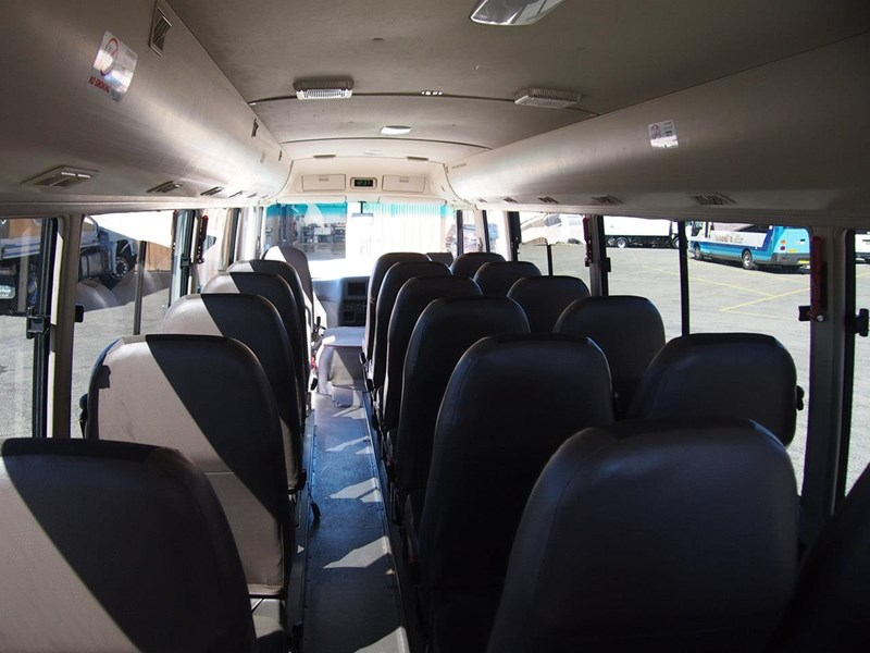 fuso rosa deluxe 25 seats 699616 014