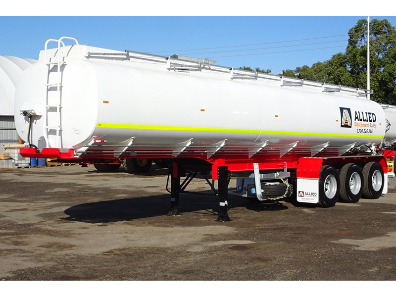 action tri axle tanker trailer 701574 001