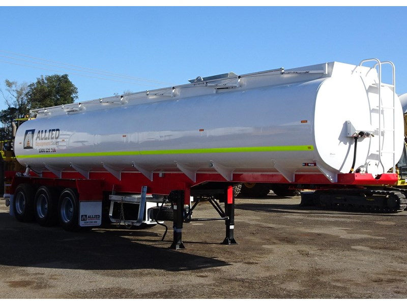 action tri axle tanker trailer 701574 002