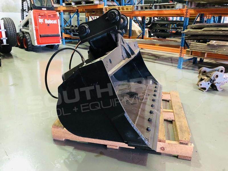 YANMAR 1500MM TILT MUD BUCKET + Mechanical Quick Hitch for 8