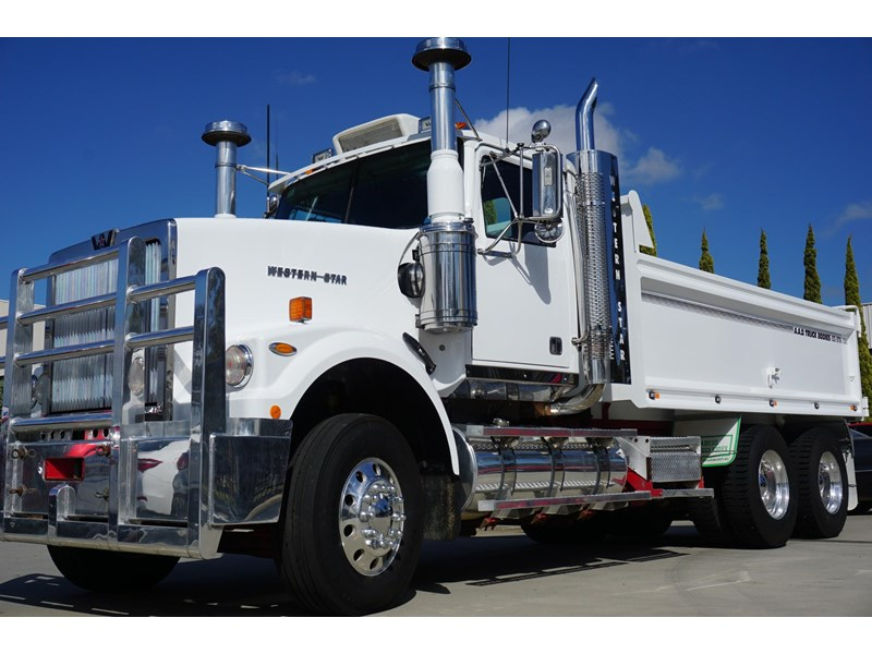 2010 WESTERN STAR 4964 FX for sale on