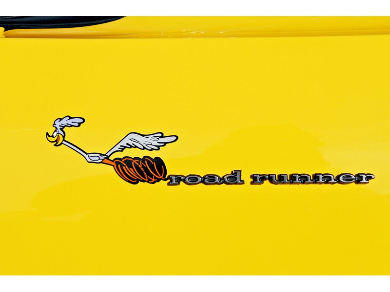 plymouth road runner 702258 012
