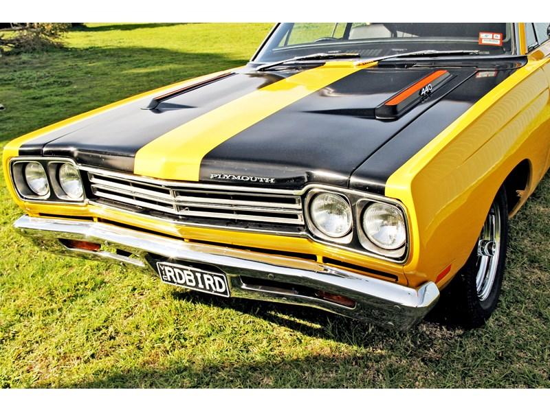 plymouth road runner 702258 008