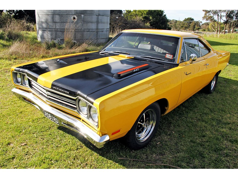 plymouth road runner 702258 005