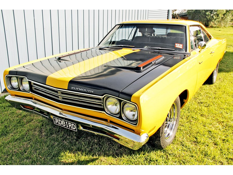 plymouth road runner 702258 006