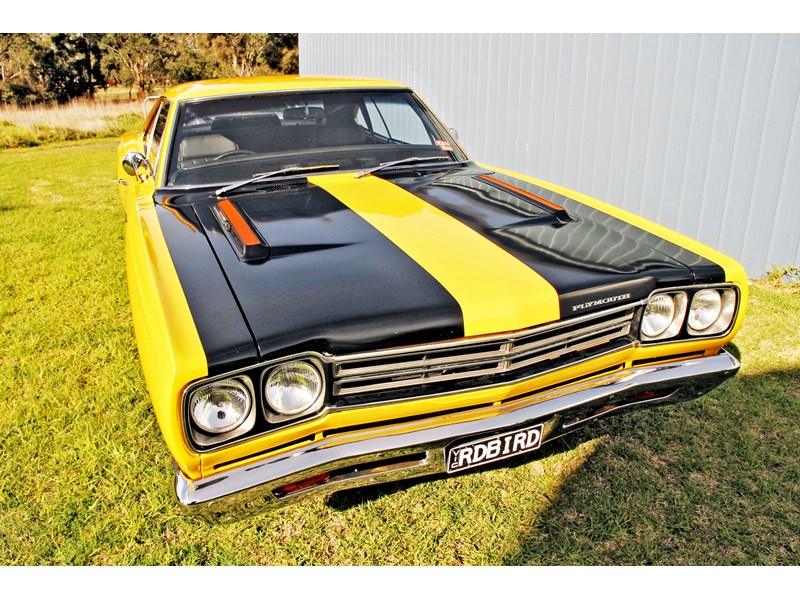plymouth road runner 702258 007