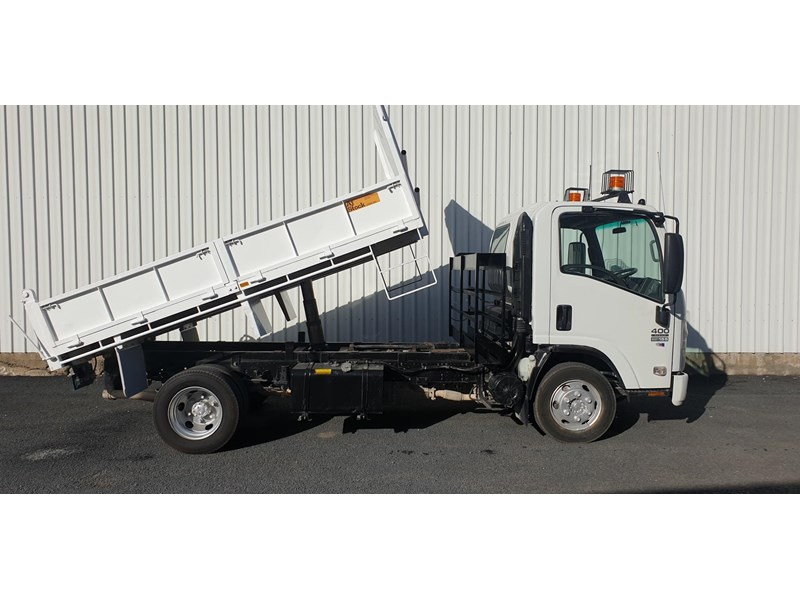 isuzu npr400 medium 645559 010