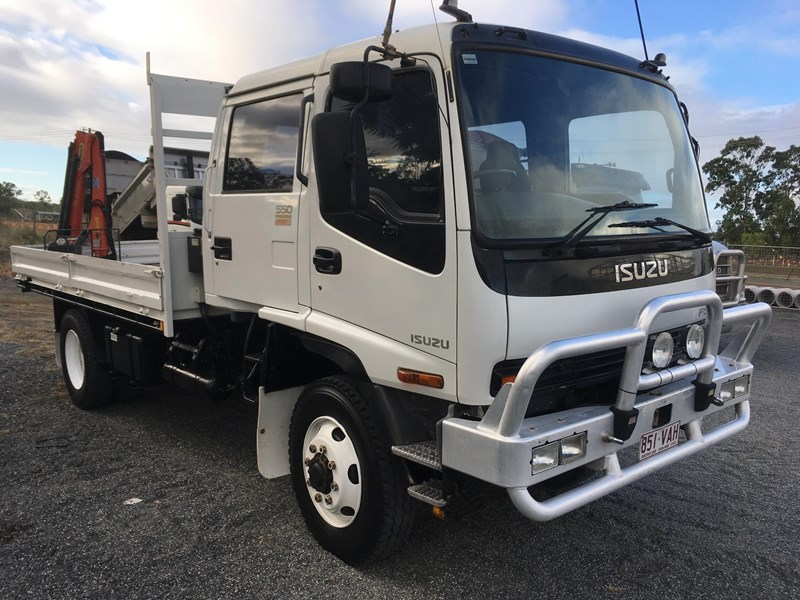 ISUZU FSS550 CREW CAB 4X4 TRAY N CRANE for sale