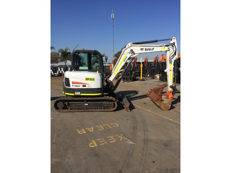bobcat e60 - excellent condition - very low hours!! 703141 001