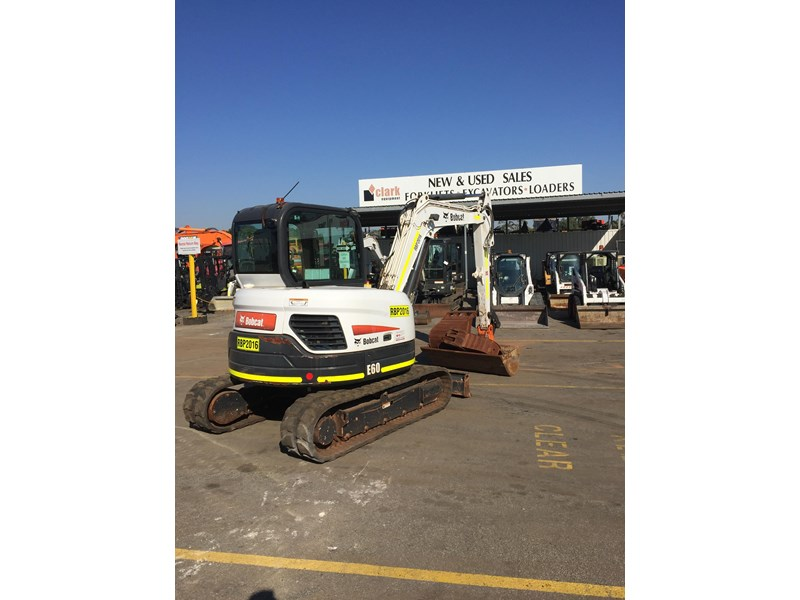 bobcat e60 - excellent condition - very low hours!! 703141 002