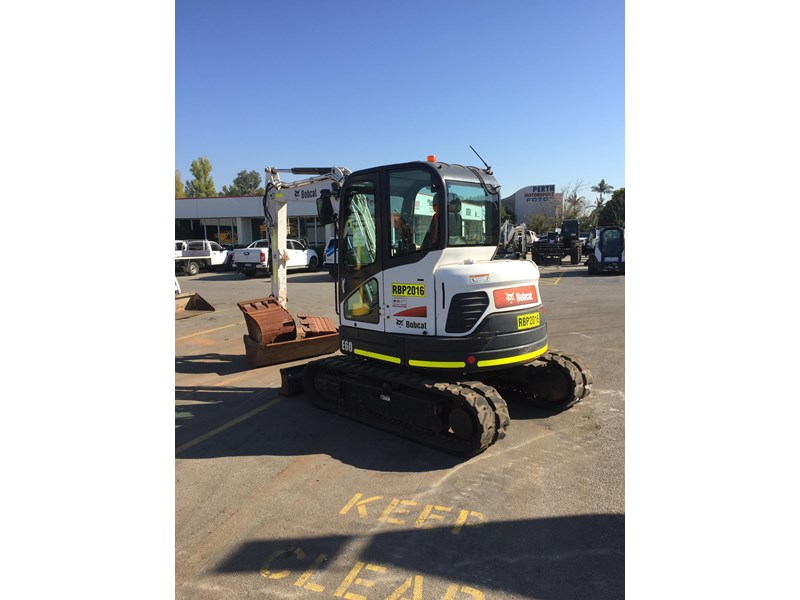 bobcat e60 - excellent condition - very low hours!! 703141 004