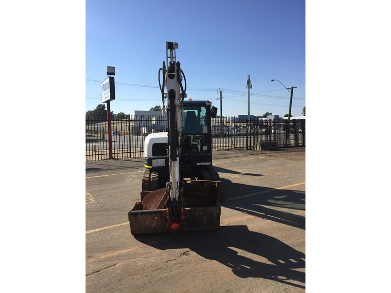 bobcat e60 - excellent condition - very low hours!! 703141 007